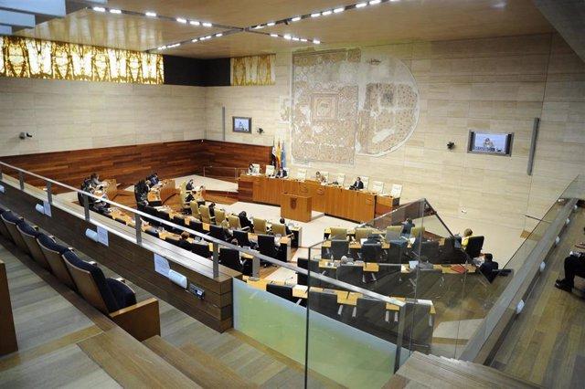 Pleno de la Asamblea de Extremadura en una imagen de archivo
