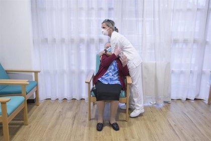 Día Mundial del Abrazo: videollamadas y cartas suplen la falta de contacto físico en las residencias