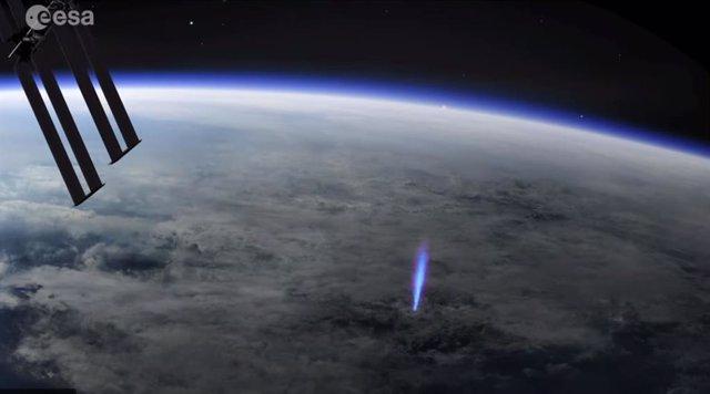 Rayo azul observado desde la Estación Espacial