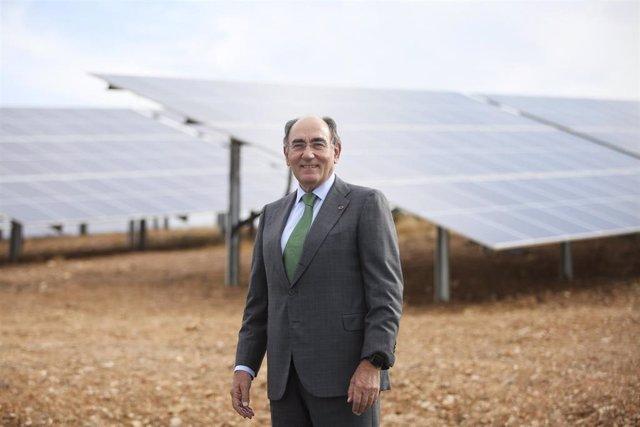 El presidente de Iberdrola, Ignacio Galán, en la planta de Andevalo