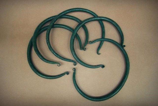 Piezas estandarizadas en forma de anillo