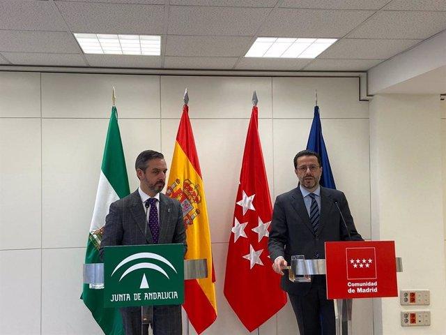 El consejero de Hacienda, Juan Bravo, junto al consejero de Hacienda y Función Pública de la Comunidad de Madrid, Javier Fernández-Lasquetty, en una imagen de enero de 2020.