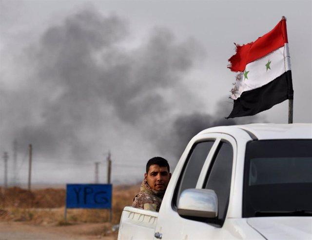 Soldados del Ejército sirio de camino al frente en Tel Tamir