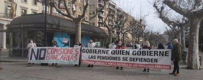 """Plataforma Defensa Pensiones sale a la calle en contra del """"abuso"""" de las comisiones bancarias y el cierre de oficinas"""
