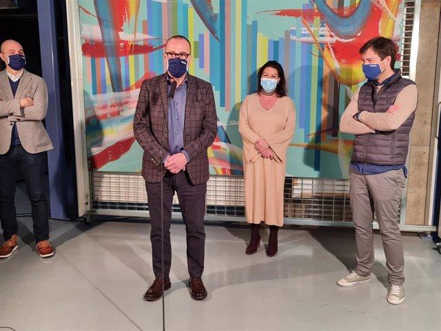 El consejero Felipe Faci visita el IAACC 'Pablo Serrano' de Zaragoza para recibir una donación de diez obras del artista José Manuel Broto.
