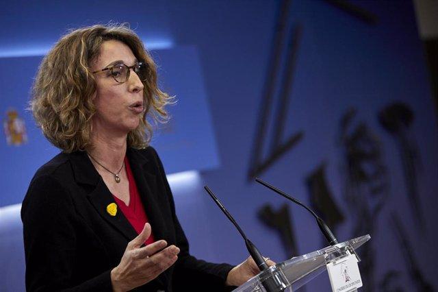 La candidata de este partido a la Presidencia de la Generalitat de Cataluña, Àngels Chacón, ofrece una rueda de prensa en el Congreso