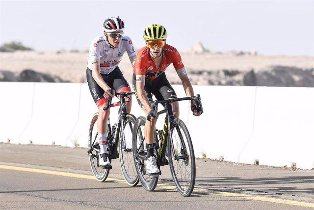 Tadej Pogacar y Adam Yates en la última edición del UAE Tour