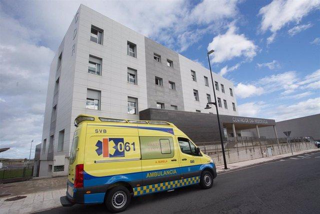 Una ambulancia acude a una residencia de ancianos en Lugo.