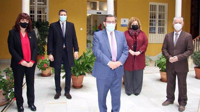 El presidente de la Diputación de Granada, José Entrena, presenta junto a los cuatro vicepresidentes de la institución las líneas de actuación en el inicio del año