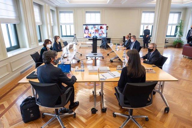 Sesión de trabajo de la Reina Letizia con miembros del Patronato y el equipo directivo de Telefónica
