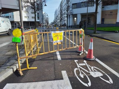 Abierto tránsito de ciclistas el carril bici de Mariano Pola, a su paso por los 'edificios barco'
