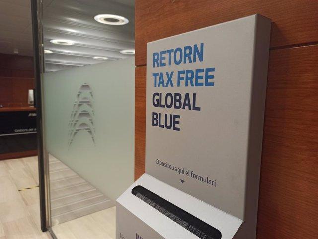 Una de les bústies on dipositar la documentació per tramitar el 'tax free'