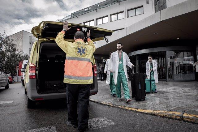 El equipo de coordinación de trasplantes de órganos del Hospital Universitario de Bellvitge, en una fotografía realizada por la Organización Catalana de Trasplantes (OCATT).