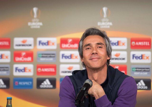 FILED - 15 February 2017, North Rhine-Westphalia, Moenchengladbach: AC Florence coach Paulo Sousa attends a press conference at Borussia-Park. Portugal's Paulo Sousa hes been named the new coach of Poland's national football team, the president of Poland'