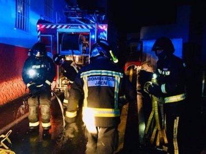 Atendida una persona como consecuencia de un incendio de vivienda en Jaén capital