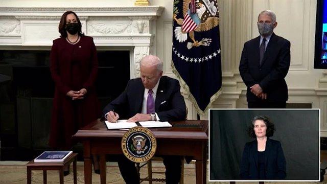 """El presidente de Estados Unidos, Joe Biden, ha presentado este jueves su plan para abordar la pandemia de la COVID-19 en la nación norteamericana, subrayando que """"la ayuda está en camino""""."""