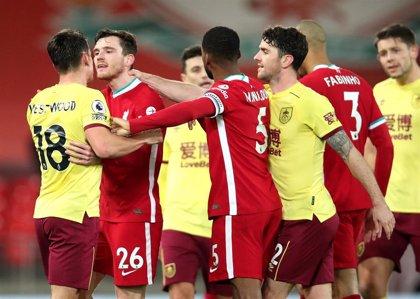 Un Liverpool sin gol se aleja del liderato