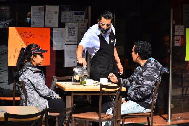México reabre los establecimientos de hostelería, pero solo podrán atender al aire libre