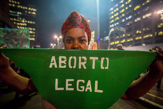Imagen de archivo de una manifestación a favor del aborto en las calles de Sao Paulo en 2018.