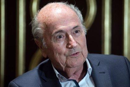 Blatter abandona la UCI tras su operación de corazón