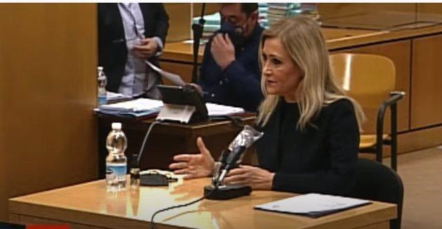 Cristina Cifuentes se sienta en el banquillo por el caso 'Máster'