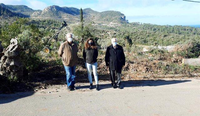 La alcaldesa de Esporles, Maria Ramon; el alcalde de Valldemossa, Nadal Torres, y el alcalde de Banyalbufar, Mateu Ferrà.