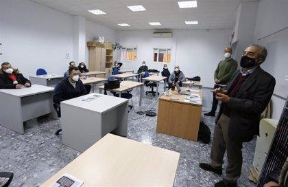 El Ayuntamiento de Sevilla y Endesa capacitan en Torreblanca a 30 desempleados en energías renovables