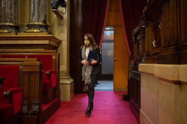 La consellera de Presidència i portaveu del Govern, Meritxell Budó, arribada a la Diputació Permanent del Parlament. Catalunya (Espanya), 13 de gener del 2021.