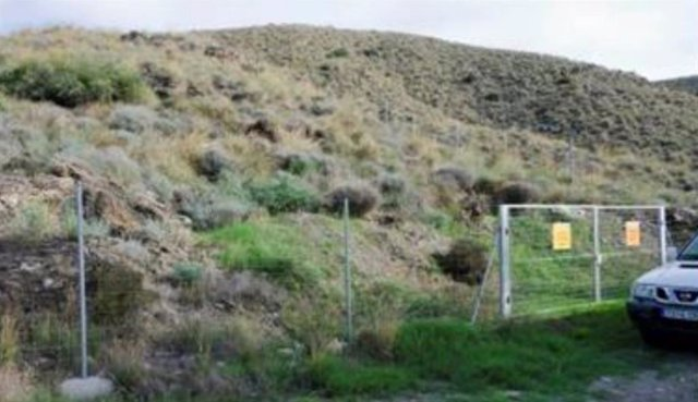 Vallado en una de las zonas de acceso restringido en Palomares (Cuevas del Almanzora, Almería)