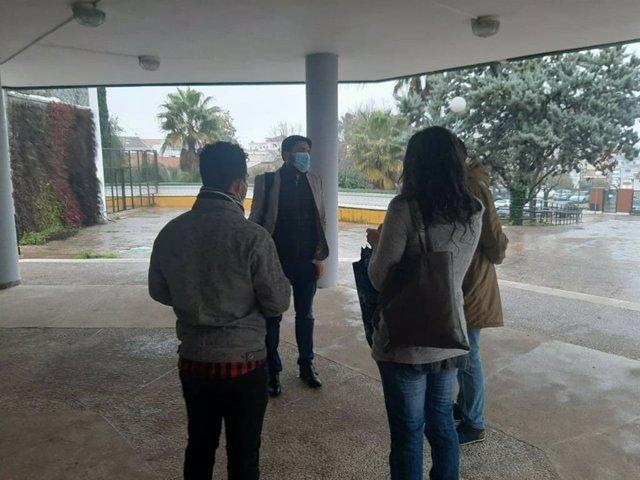 Visita de Ismael Sánchez al IES Heliche de Olivares