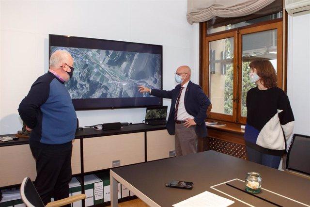 Ciriza informa al alcalde Lezáun y a la alcaldesa Lizoáin sobre la planificación de las obras del primer tramo de la N-121-A.
