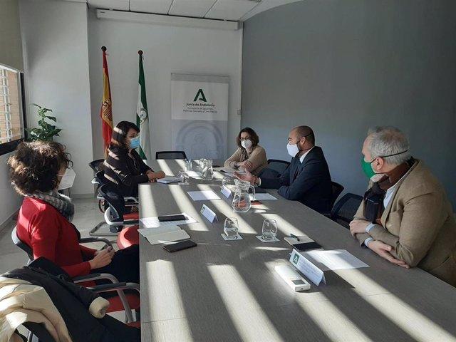 Una delegación del Gobierno de Cuba se ha entrevistado con los responsables de la Consejería de Igualdad para conocer de primera mano el funcionamiento del sistema de atención a la dependencia