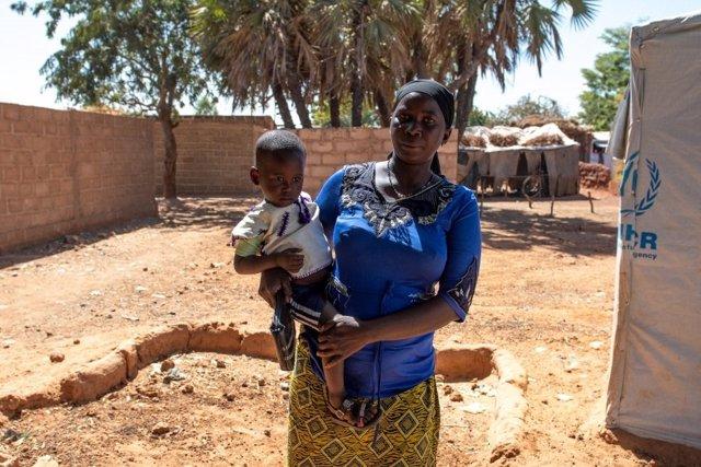 Familia de desplazados internos en Burkina Faso
