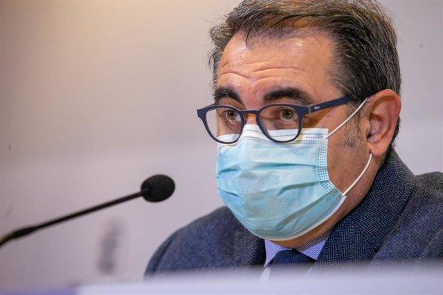 El consejero de Sanidad, Jesús Fernández Sanz,