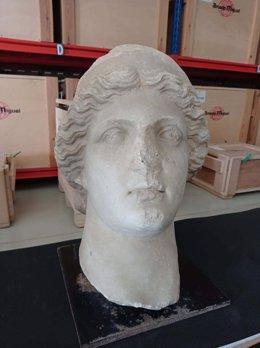 La cabeza de divinidad del conjunto escultórico de la antigua Urso