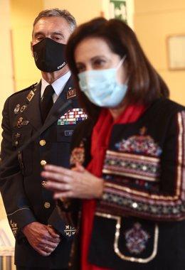 La ministra de Defensa, Margarita Robles, al costat del general Miguel Ángel Villarroya