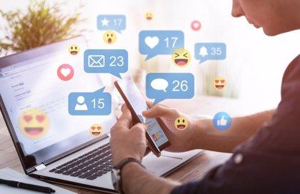 Redes sociales: ¿cómo consiguen pegarnos a la pantalla?