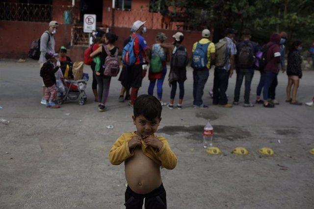 Un niño hondureño de la caravana de migrantes.