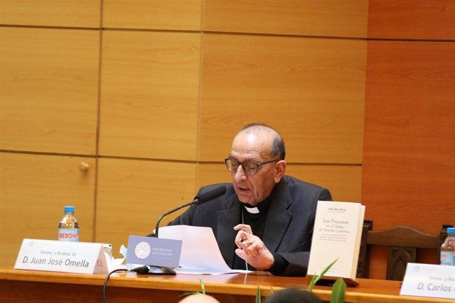 El cardenal arzobispo de Barcelona, Juan José Omella, en la presentación del libro  'Los procesos en el Código de Derecho Canónico. Comentario sistemático al libro VII después de la reforma del papa Francisco con el M.P. Mitis Iudex Dominus Iesus'