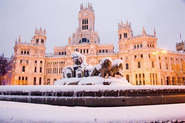 Fuente de Cibeles durante la gran nevada provocada por la borrasca 'Filomena'.