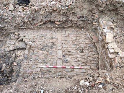 Dos de las catas realizadas en el parque Txantrea Sur encuentran restos de un vial y estructuras de muros