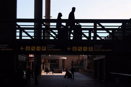 El aeropuerto de Málaga se refuerza como espacio cardioprotegido y amplía a 32 los sistemas de desfibriladores