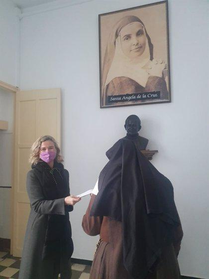 La Fundación Caja Rural del Sur entrega a las Hermanitas de la Cruz de Huelva lo recaudado en la muestra de Aramburu