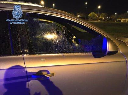 Detenido un joven acusado de robos en 15 vehículos estacionados en la Laguna de Torrox en Jerez