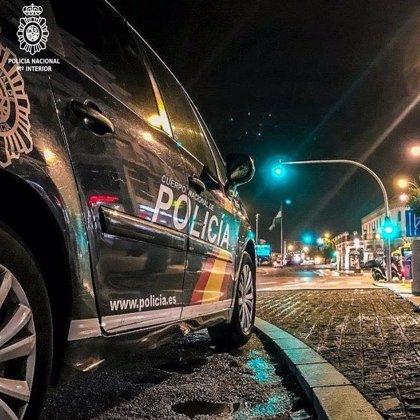 Detenido de madrugada un joven en Santander, sin mascarilla y hablando sin distancia con un taxista