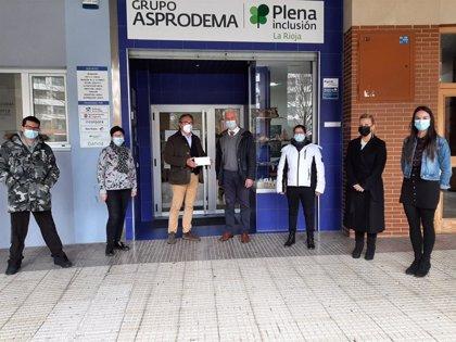 El Ayuntamiento entrega a Asprodema un cheque solidario por valor de 2.734,19 euros de los donativos del Belén municipal