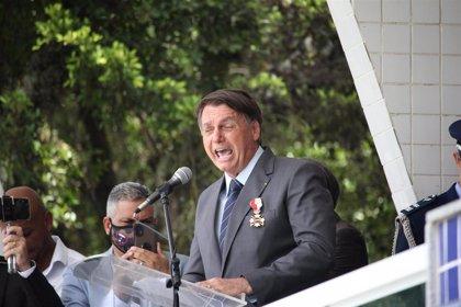 """Bolsonaro insiste en que la vacuna """"no está comprobada científicamente"""""""