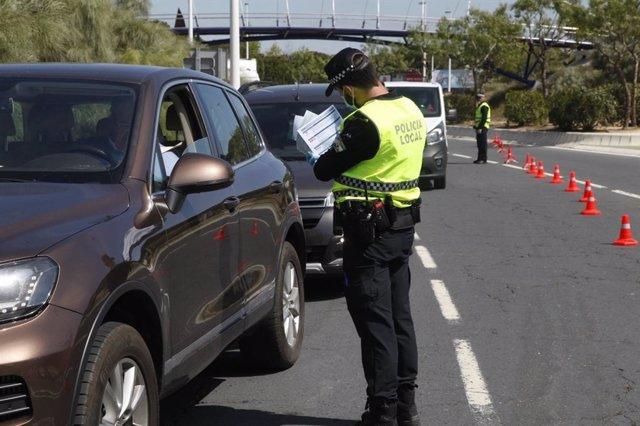 Control de seguridad en el acceso de Punta Umbría.