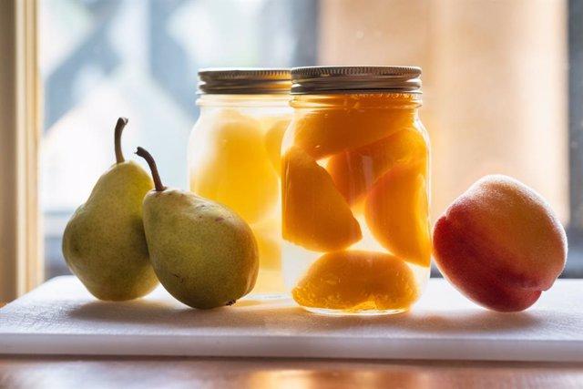 Conservas caseras de fruta.