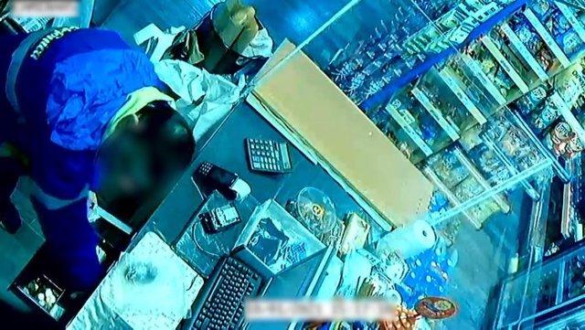 Entra a presó un home com el presumpte autor de dos robatoris a supermercats de l'Hospitalet de Llobregat (Barcelona).